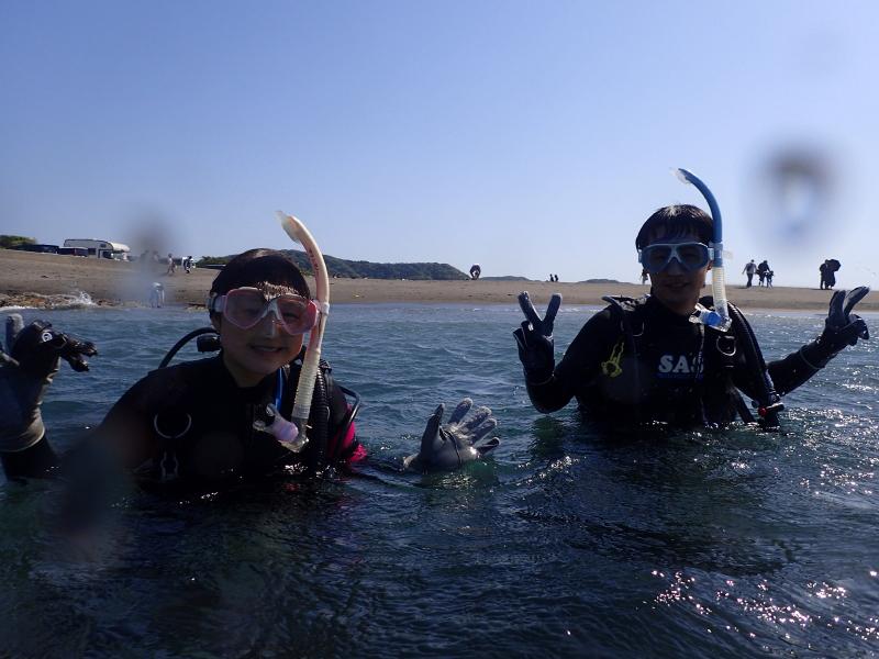 千葉県館山市の沖ノ島ビーチで男女2名の体験ダイビング 2018/05/05 千葉県館山市の沖ノ島ダイビングサービスマリンスノー