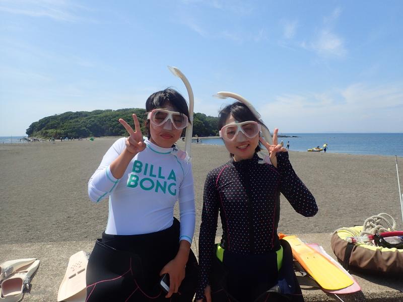 千葉県館山市の沖ノ島ビーチで神奈川県からお越しの女性2名のシュノーケリング