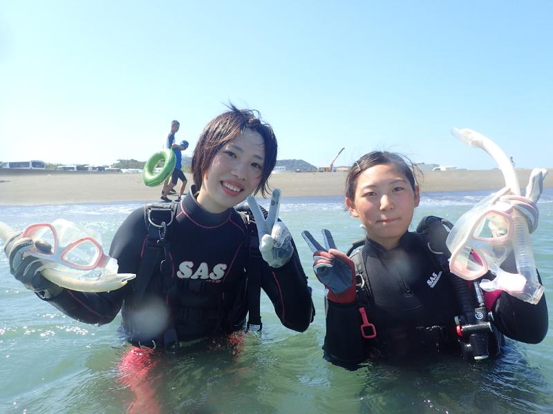 千葉県館山市の沖ノ島ビーチで千葉県からお越しの女性 2名の体験ダイビングを行いました。|千葉県館山市の沖ノ島ダイビングサービスマリンスノー