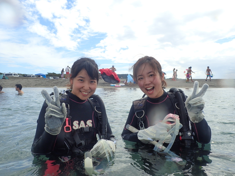 千葉県館山市の沖ノ島ビーチで千葉県と東京都からお越しの女性 2名の体験ダイビングを行いました。|千葉県館山市の沖ノ島ダイビングサービスマリンスノー