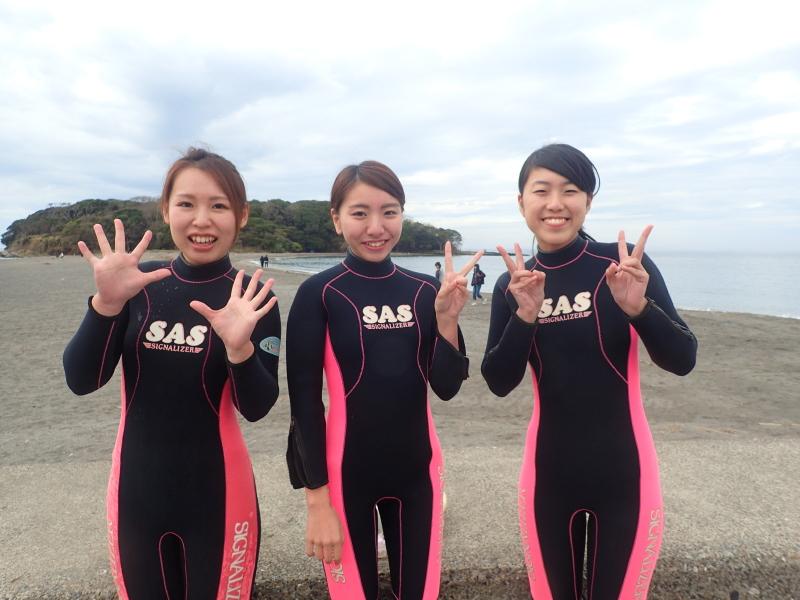 千葉県館山市の沖ノ島ビーチで茨城県と栃木県からお越しの女性3名の体験ダイビングを行いました。